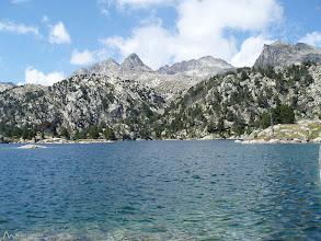 Photo: Estany Tort de Peguera, con el pico de Peguera y pico de Monestero al fondo