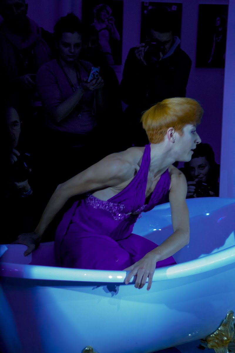 Una donna e una vasca di V:V