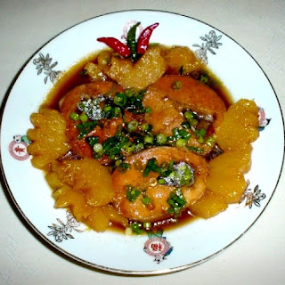 Caramelized fish with pineapple is delicious Khmer Krom country food.