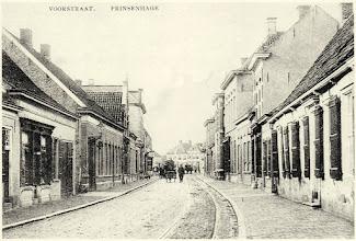 Photo: 1915 Hondekar in de Voorstraat te Prinsenhage