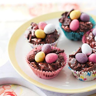 Chocolate Easter egg nest cakes.