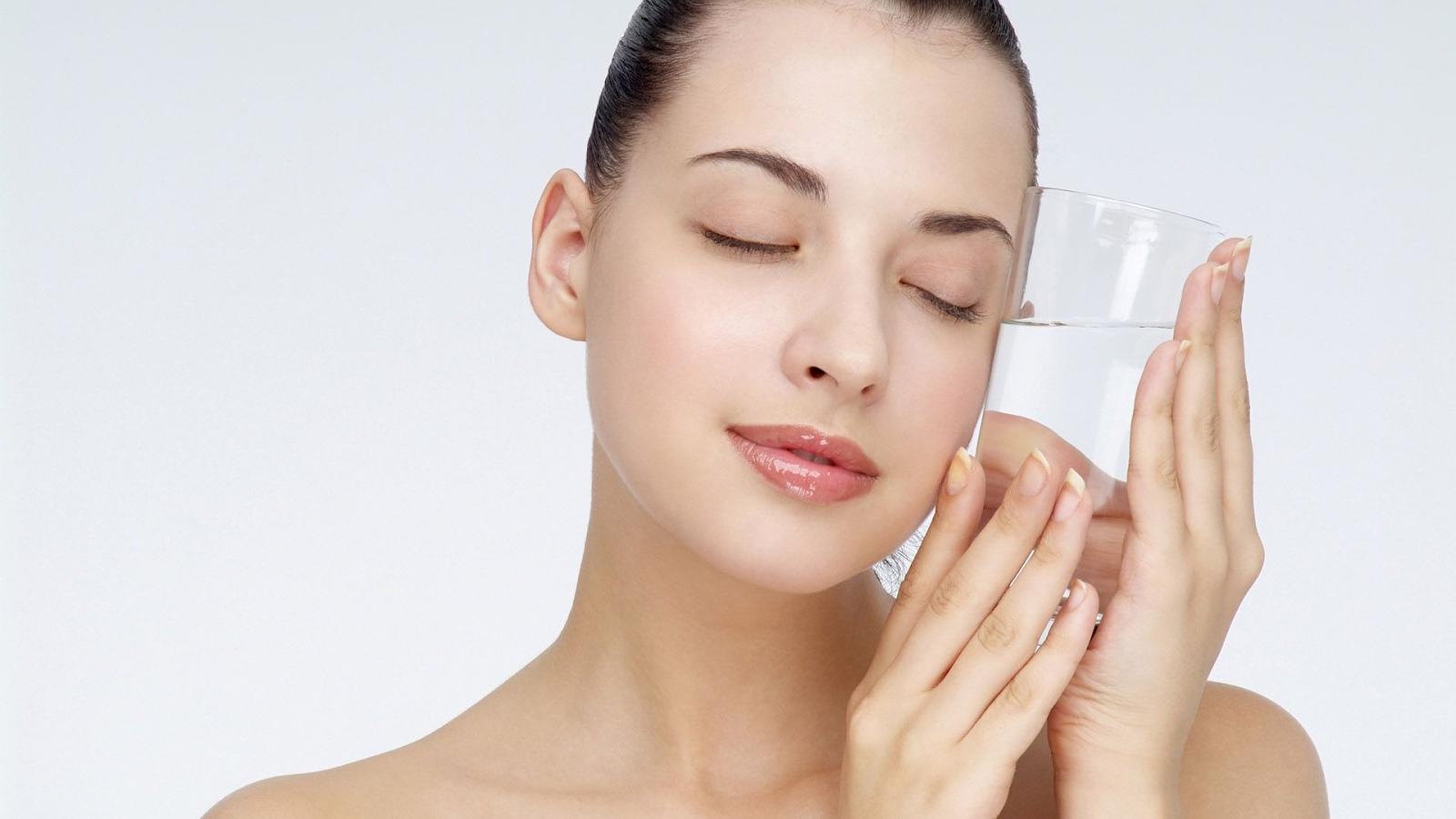 Bổ sung nước mỗi ngày để da khỏe mạnh
