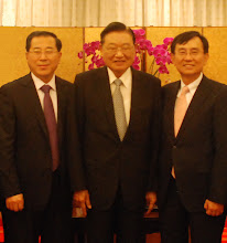 Photo: 煙台市旅遊局張叢局長(左)、江丙坤先生(中)和煙台市旅遊局顧問蕭志洋合影