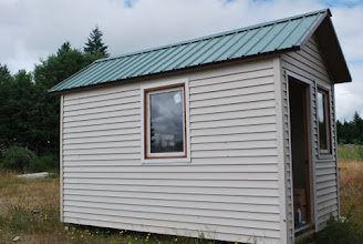 Photo: Tiny Houses made of sanwich panels are insulated and easy to construct because panels are large strong and light. The floor, roof, wall and door are all made of the same Sing Honeycomb Core.