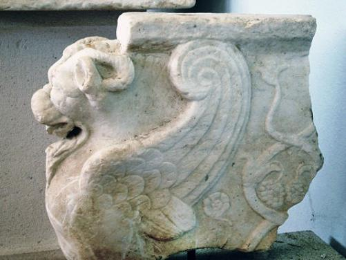 C:\Users\NF\Desktop\MARBLE Table Support (Trapezophoron). Nikopolis Museum. Photo Harry Gouvas 02.JPG
