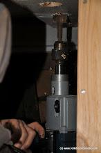 Photo: Mais ce n'est pas simple. Il faut aussi amorcer les trous par dessous pour éviter d'arracher les bords. Ici on voit les lamages des trous de fixation du guindeau.
