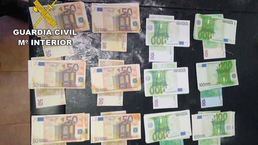 Billetes falsos intervenidos al detenido por la Guardia Civil.