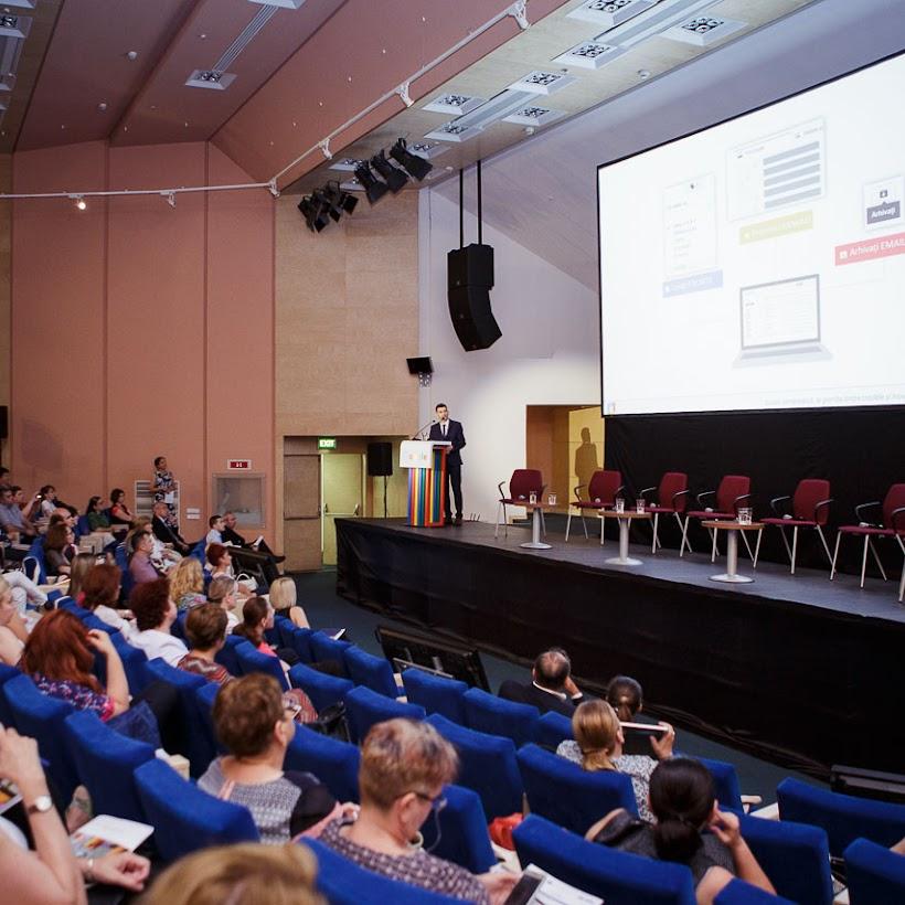 scoala-romaneasca-la-granita-dintre-traditie-si-inovare-prin-tehnologie-120