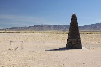Photo: Remains of one leg and the obelisk marking the center