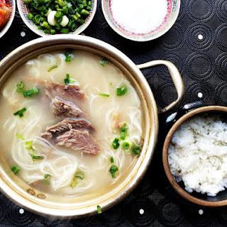 Ox bone soup (Seolleongtang)