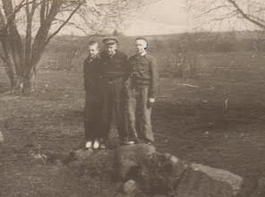 Photo: Iš kairės: Kukulskis Viktoras, nežinomas, Vygantas Gusčius. Nuotrauka iš Gusčiūtės Laimutės archyvo