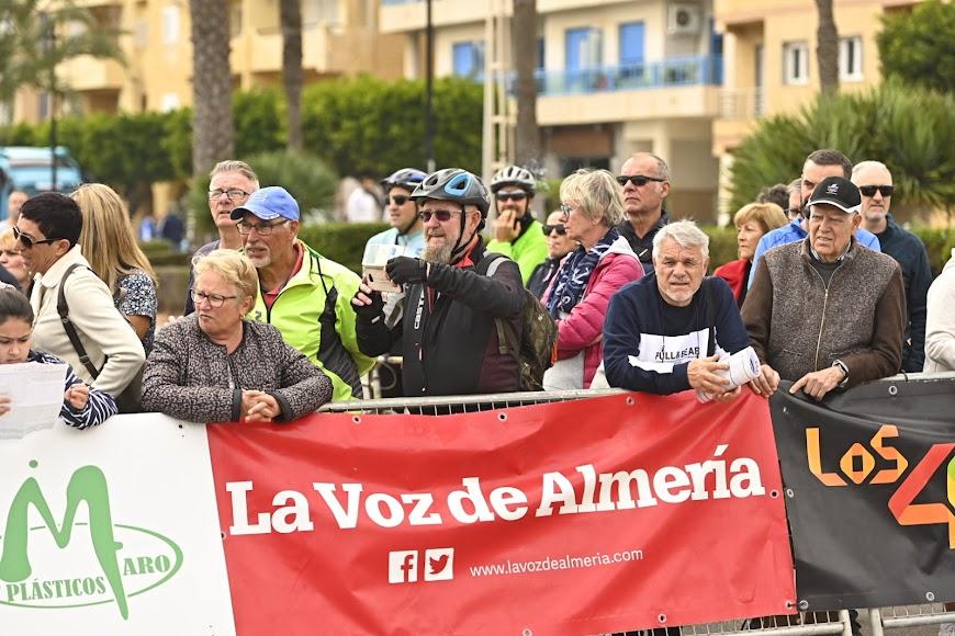 LA VOZ DE ALMERÍA, con la carrera.