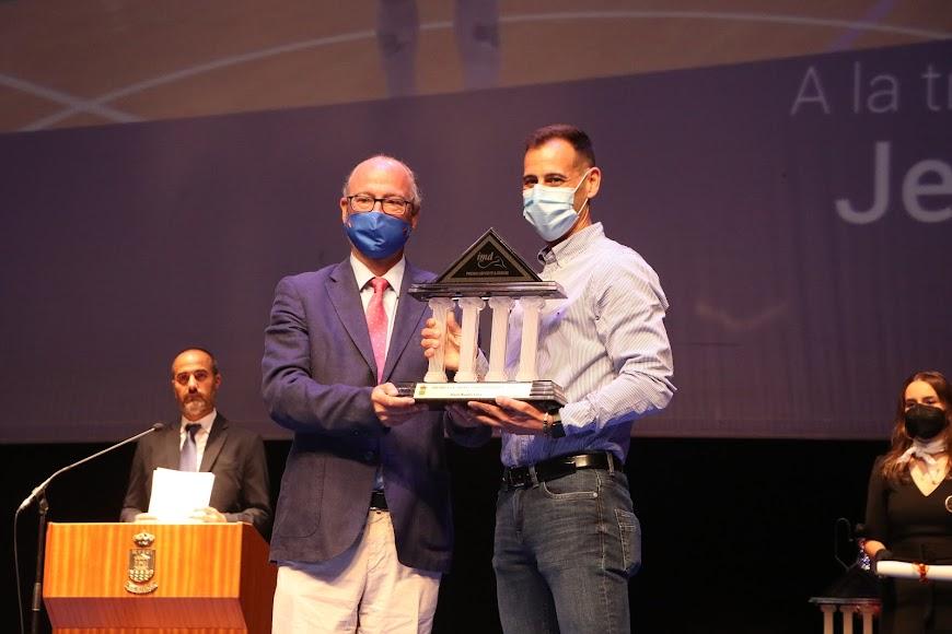 Jesús Bustos fue reconocido a la Trayectoria Deportiva por su brillante carrera vinculada al fútbol sala.
