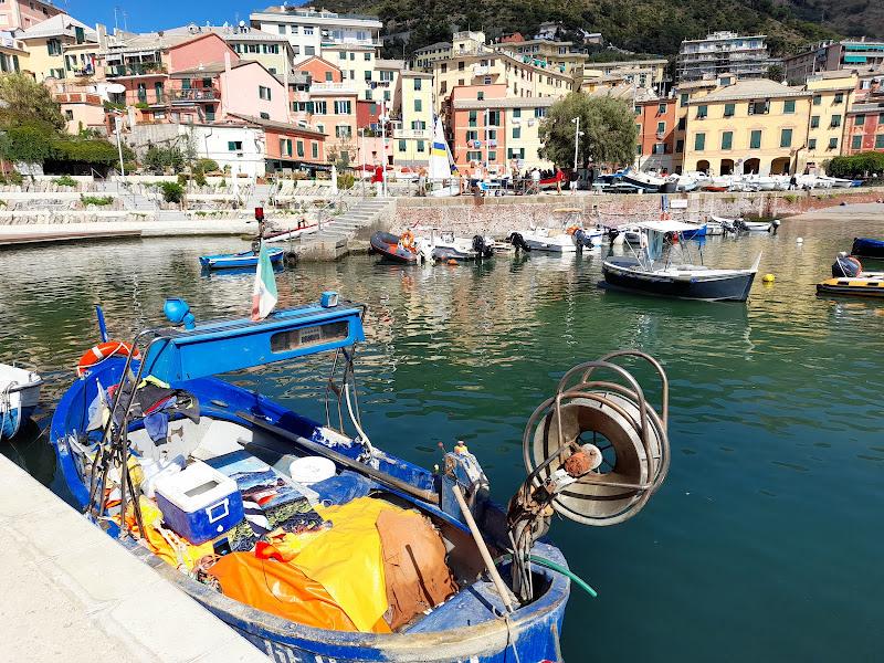 Io vivo qui a Genova-Nervi di Elisabetta Castellano