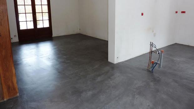 beton-cire-decoratif-resine-mur-maison-moderne-decoration-interieure-les-betons-de-clara-renovation-ile-de-france-picardie-oise-centre