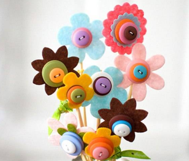 Düğmelerle çiçekler