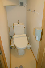 Photo: お手洗いにはウォッシュレットが付いてます。  带有清洗功能的坐便器 toilet with washing functions