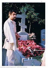 Photo: Анатолий Шагинян у могилы ВПН, Сент-Женевьев-де-Буа, июль 1990. Фотография Виктора Кондырева