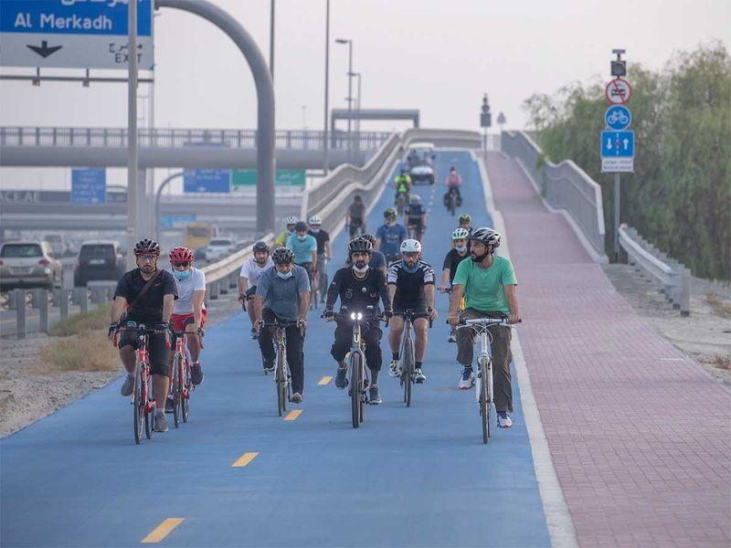 Em apoio à iniciativa, o Sheik Mohammed Bin Rashid Al Maktoum, primeiro-ministro e vice-presidente dos Emirados Árabes participou de um passeio de bicicleta.