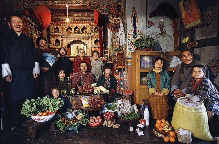VZTaz61QM3 pv9q7aqSSINzfyzG y6pwDrBSTx2imtU=w700 h462 no - Недельный запас еды для семьи в разных странах мира (фото)
