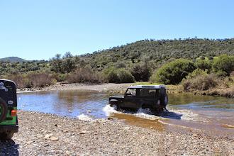 Photo: Vadeando el río Grande.