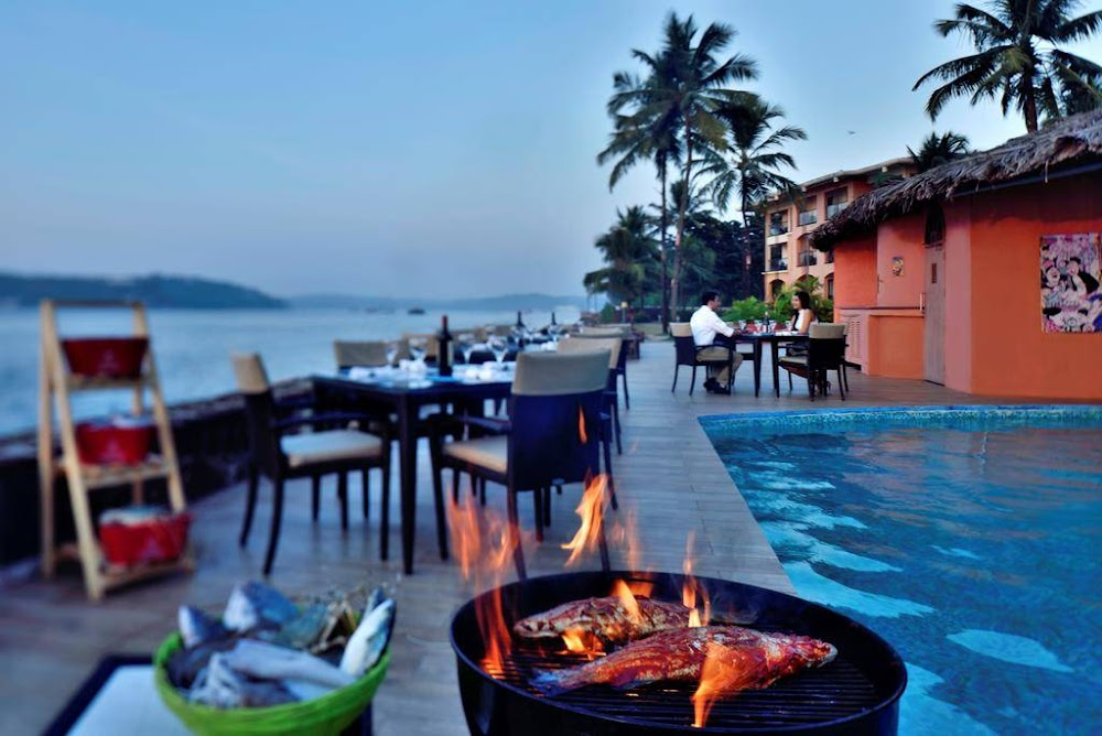 waterfront-terrace-and-bar-the-marriot-romantic-restaurants-in-goa_image
