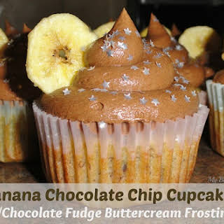 Banana Chocolate Chip Cupcakes with Chocolate Fudge Buttercream Frosting #Recipe.