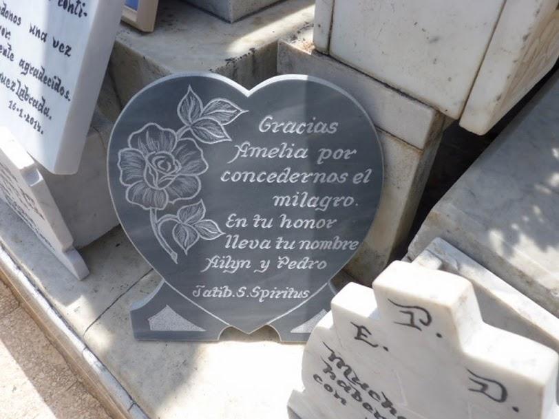 Agradecimientos en la tumba de la Milagrosa