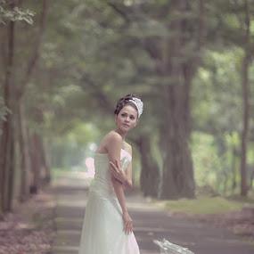 by Agus Riyanto - People Fashion