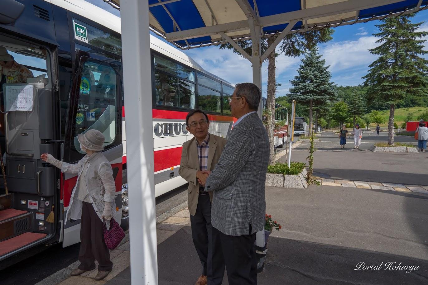 (株)シィービーツアーズ・戎谷侑男 代表取締役社と握手