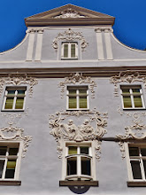 Photo: Krems: Hausfassade mit Stuckornamentik