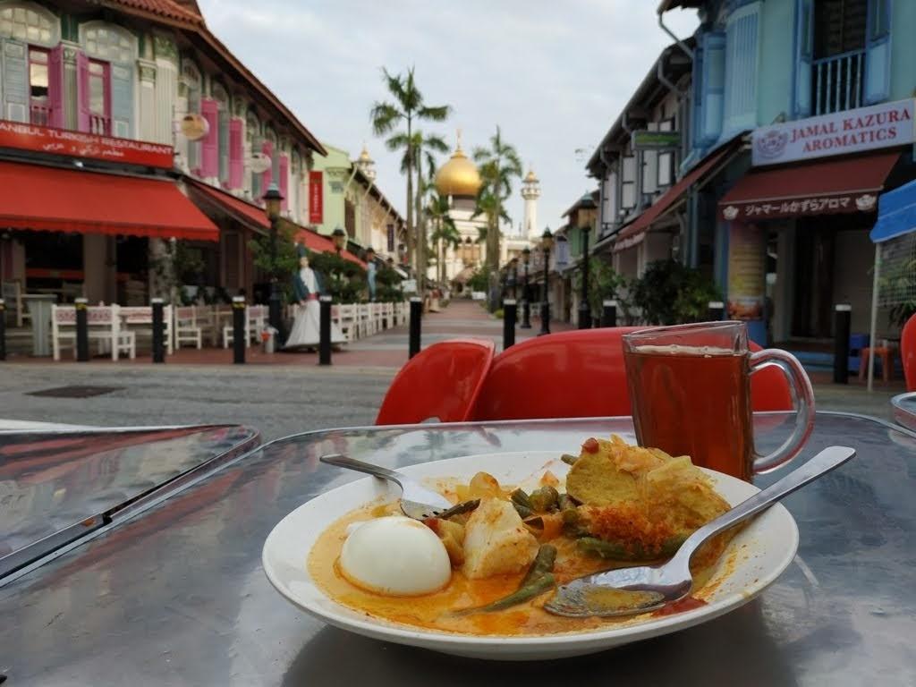Makan Opor Ayam di Kampong Glam Cafe
