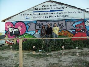 Photo: Oczywiście to nie jest nasze dzieło, natomiast musieliśmy sobie zrobić fotkę przy  tym graffiti jako że była to jedna z rzeczy które w Vama Veche chcieliśmy zobaczyć ;)