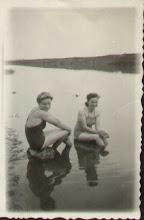Photo: Nad Dniestrem - dwie przyjaciółki: Stanisława Dąbrowska (zam. Suchorowska) i Zofia Berezowska (zam. Kordal).