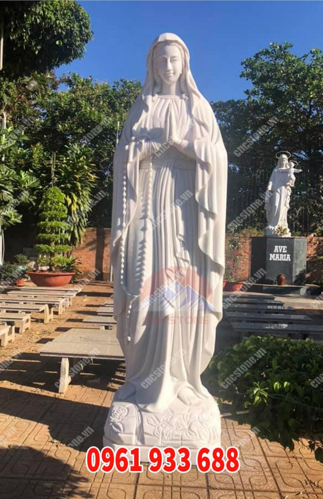 tượng đức mẹ ban ơn đẹp đặt tại sân vườn