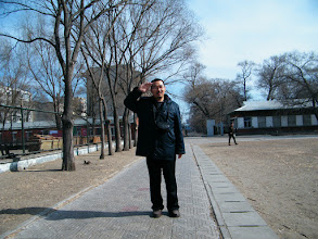 Photo: warrenzh 朱楚甲's works: hangout with dad, benzrad 朱子卓, in Spring noon in railway residential area, with peaceful mind and sunshine. benzrad, the dad, posed as son warrenzh requests.