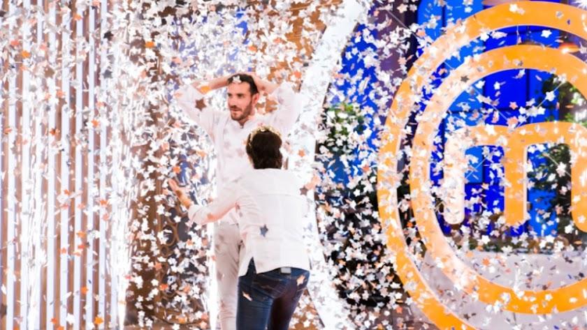 La Policía Nacional felicita a Saul Craviotto tras ganar Masterchef Celebrity