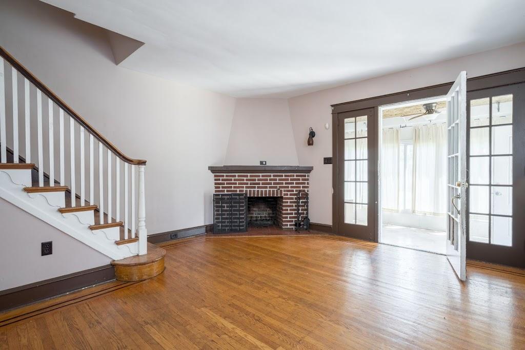 living-room-10-e-17th-street-chester