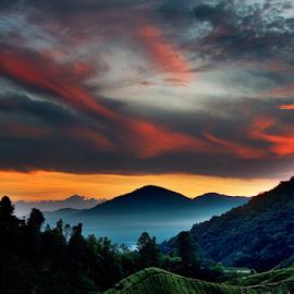 Storm Is Coming by Steven De Siow - Landscapes Weather ( sunrise, mountain, dusk, weather, landscape,  )