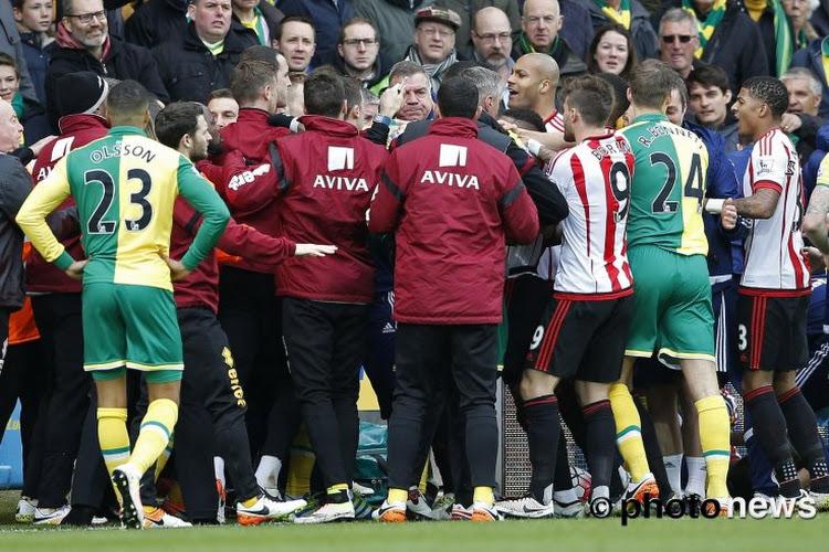 Degradatiekraker met Mbokani ontaarde al na 3 minuten: Sunderland-back tegen de reclameboarding gekatapulteerd (met beelden!)