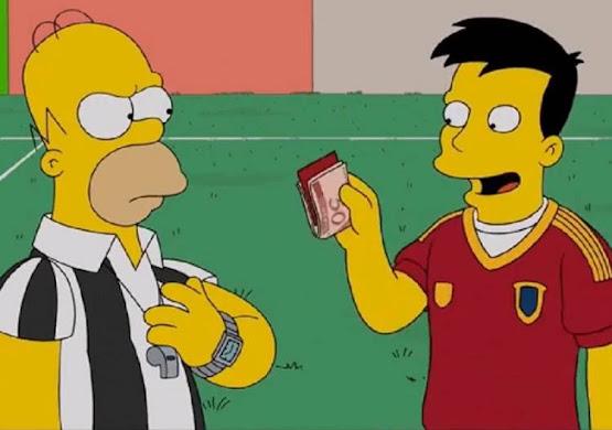 Un jugador de la selección española sobornando a Homer en un partido de fútbol