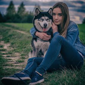 Friends by Grzegorz Wagner - People Portraits of Women ( face, model, piękno, beauty, oczy, cute, young, pretty, portrait, eyes, iza, modelka, wonder, pies, husky, dog, hair, eye,  )