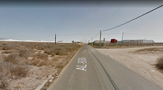 Muere una mujer tras caer su vehículo por un terraplén de 20 metros en El Ejido