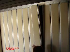 Photo: 内側のブースの壁パネルの組み立て 白く見えるのは吸音材