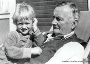 Photo: Rune Hansson med farfar Emil Hansson 1956