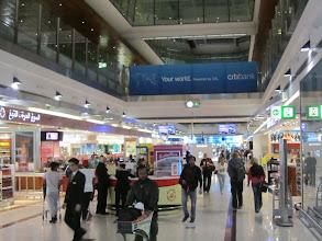 Photo: La galerie centrale où se trouvent tous les magasins Duty Free + des entrées d'hôtels, de loundge VIP, mosquée etc La longueur totale voisinant les 1'700m