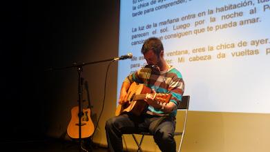 Photo: Ruben Reina buscando su armonía con la armónica