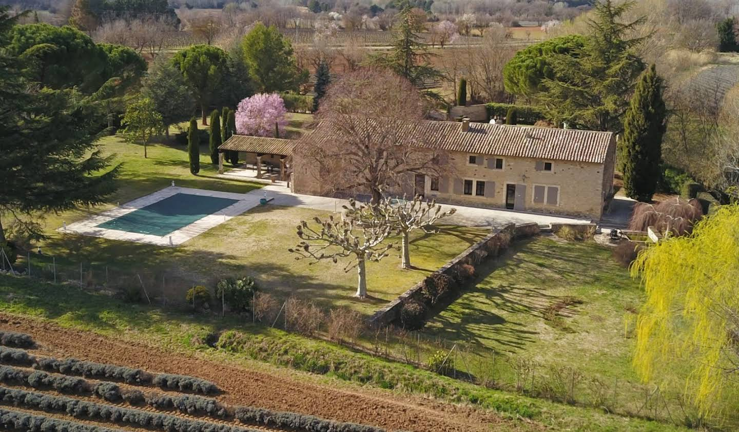 House with pool and terrace Goult