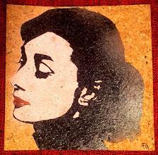 Photo: Audrey Hepburn - 1956 Portraitist Yousuf Karsh  30x30cm  Soggetto realizzato con stencil fatto a mano, colori acrilici spray su sughero.  Subject made with handmade stencil with acrylic colours on cork.  DISPONIBILE  Per informazioni e prezzi: manualedelrisveglio@gmail.com