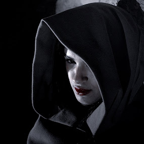 mysterious glances by Berkan Felek - Black & White Portraits & People (  )